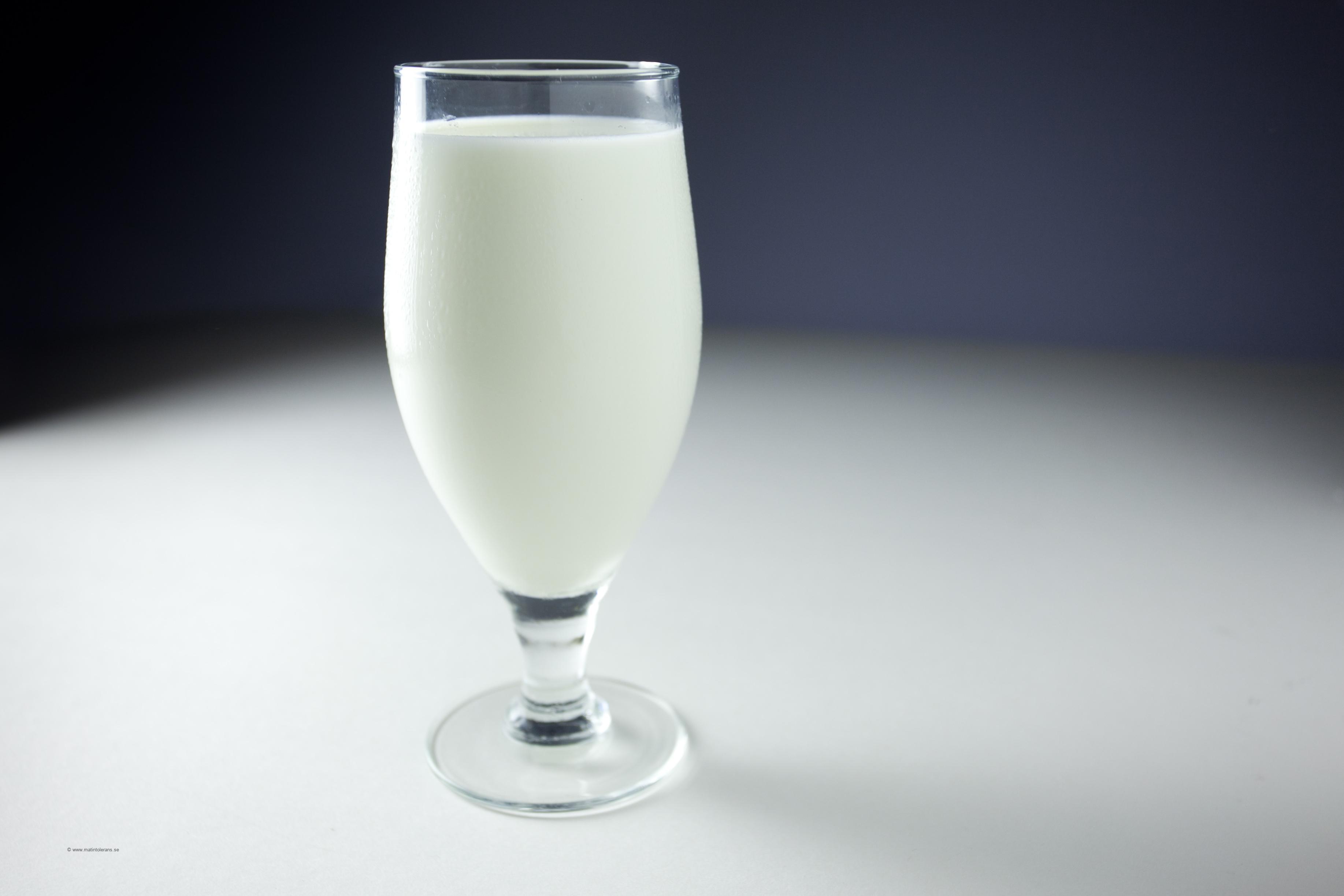 Att mjölk skulle höra ihop med rasism låter helt befängt