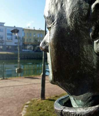 Blogginlägg: Gråtande statyer i vårsolen