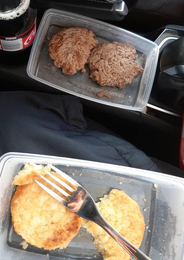 Blogginlägg: Kalla köttfärsbiffar och kalla potatisbullar, så blir min lunch då och då